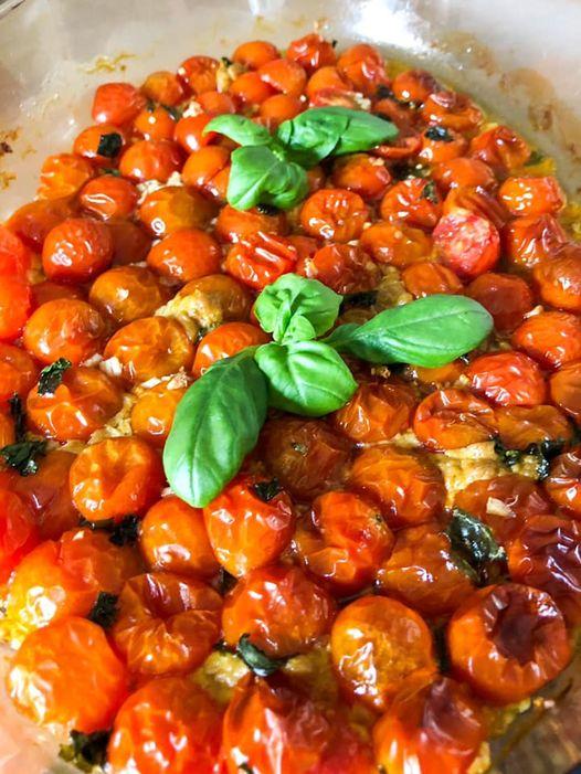 Gegrilde tomaten met knoflook en basilicum